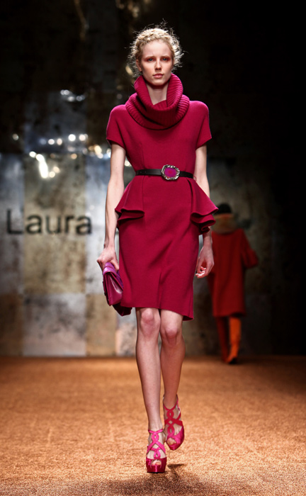 Laura Biagiotti 2012 Abito Corto e Scarpe con Tacco