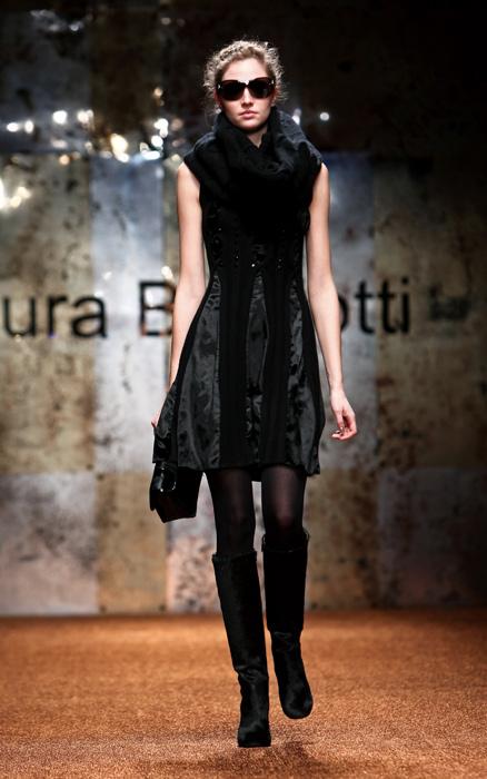 Laura Biagiotti 2012 Abito Nero e Stivali Neri