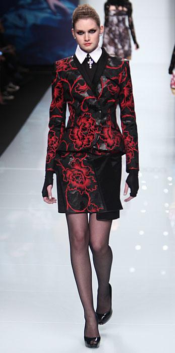 Roccobarocco 2012 2013 - tailleur rosso e nero