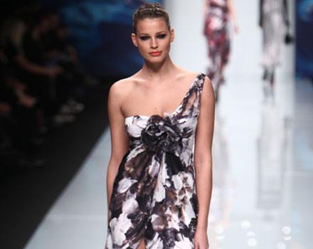 Roccobarocco 2012 2013 - Ivana Mrazova abito con spacco