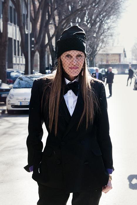 Anna dello Russo alla sfilata di Giorgio Armani