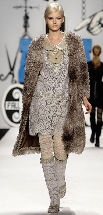 Anna Sui - abito argento con cappotto
