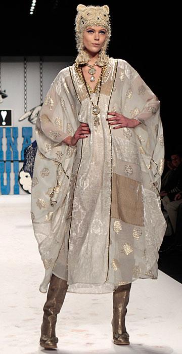 Anna Sui - abito trasparente con cappello gufo