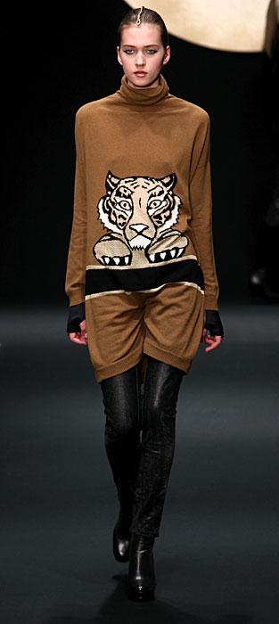 Krizia 2012 Maxi Maglia con Stampa e Pantaloni neri