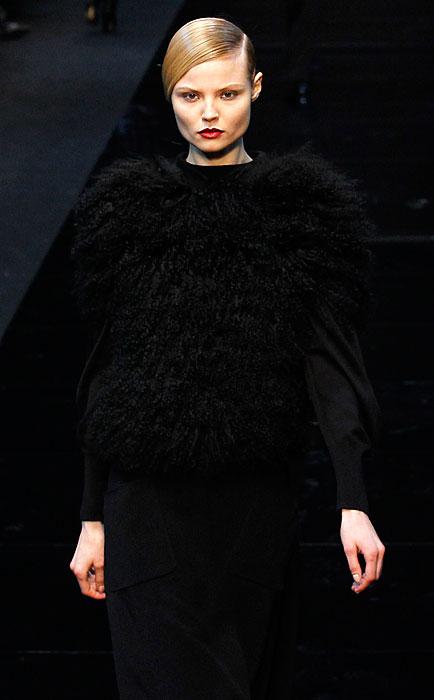 Guy Laroche 2012 2013 - giacca nera con piume