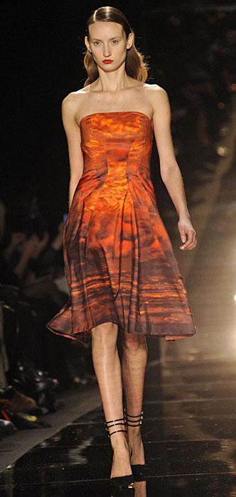 La donna in rosso di Monique Lhuillier - www.stile.it c004ce72cd0
