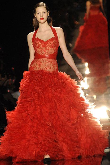 La donna in rosso di Monique Lhuillier