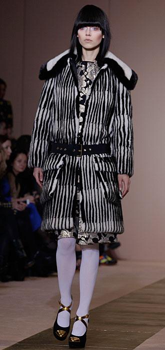 Marni 2012 2013 - giacca con pelliccia e cinta nera