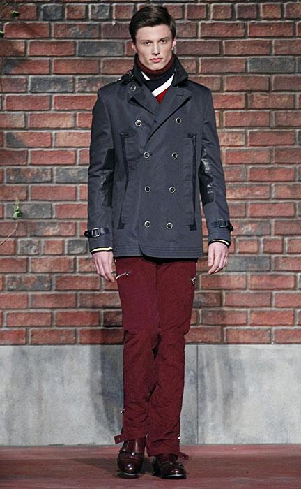 Tommy Hilfigern - giacca grigia, pantalone rosso