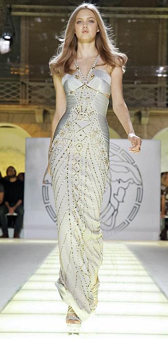d0e407c8f251 Abiti lunghi da cerimonia versace Abiti lunghi da cerimonia versace.  Donatella Versace Abiti ~ Abiti da sera versace su sposa italia ...