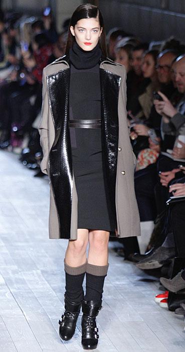 Victoria Beckham - abito nero con cappotto
