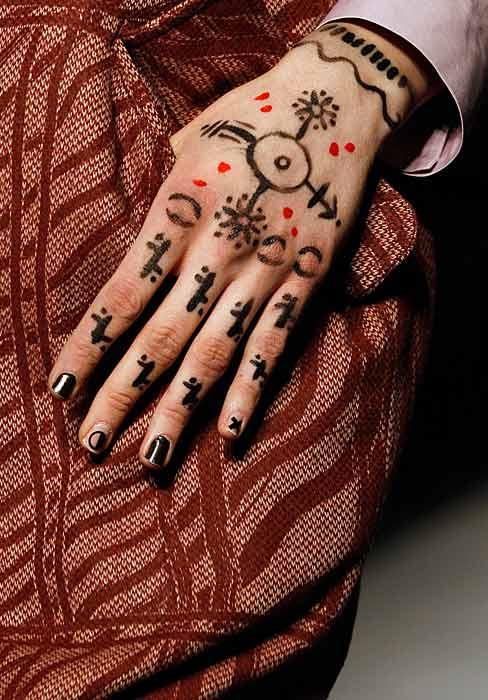 Vivienne Westwood Red Label - tatuaggi  mano
