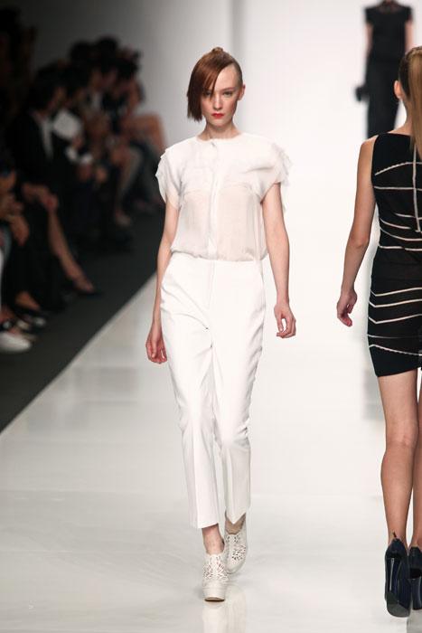 Pantaloni e camicia bianchi Byblos