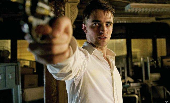 Robert Pattinson sexy e folle in Cosmopolis