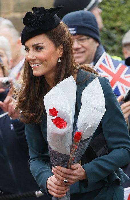 Kate Middleton - cappello con fiore