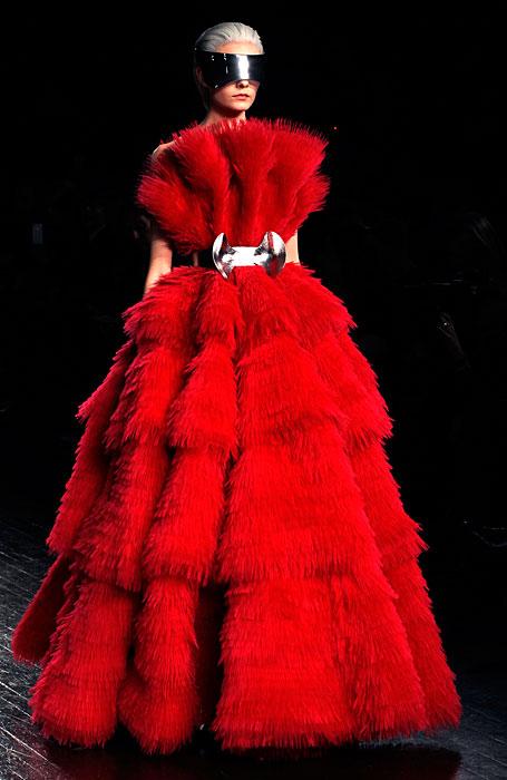 Alexander McQueen 2012 2013 - abito rosso lungo