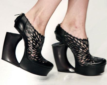 Scarpe nere con zeppa Byblos
