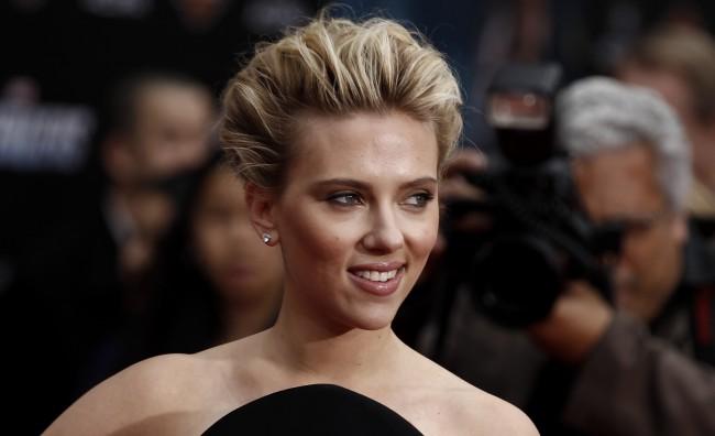 Scarlett Johansson testimone (inconsapevole) di un sexy shop