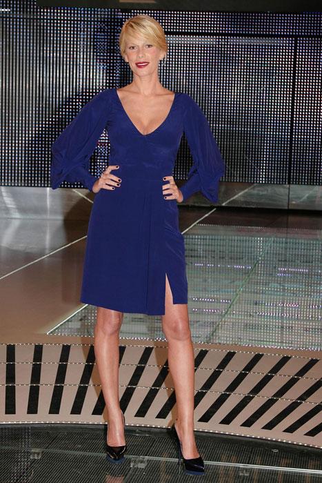 Alessia Marcuzzi - abito scollato blu elettrico