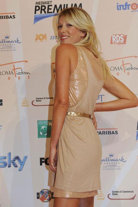 Alessia Marcuzzi - mini abito beige