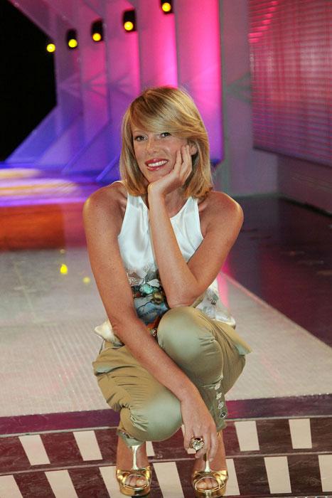 Alessia Marcuzzi - scarpe oro