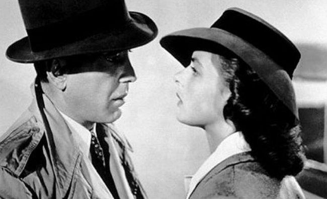 Burberry in tribunale per l'impermeabile di Bogart