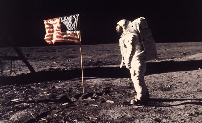 US Flag, dalla luna al.. salotto di casa