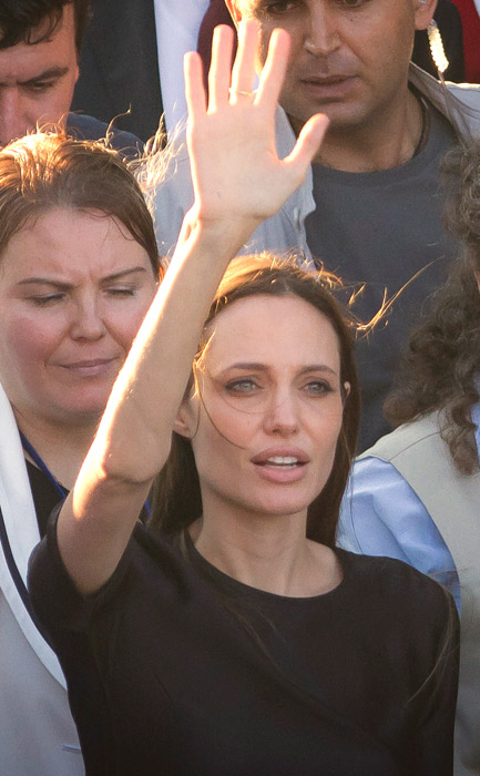 Angelina Jolie con abito nero