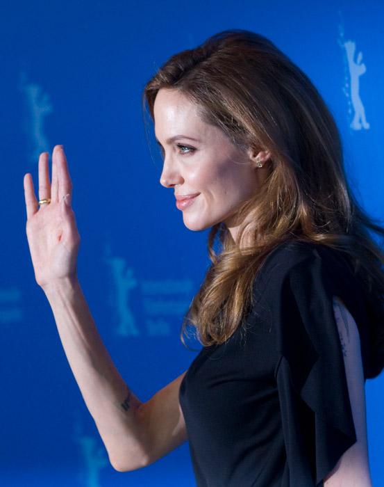 Angelina Jolie saluta il pubblico
