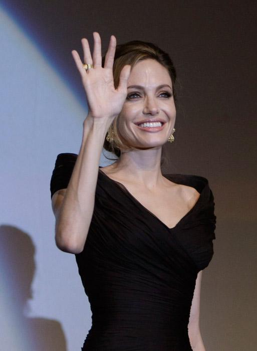 Angelina Jolie abito scollo a cuore