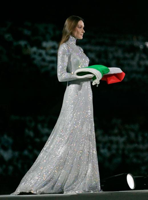 Carla Bruni - abito Giorgio Armani