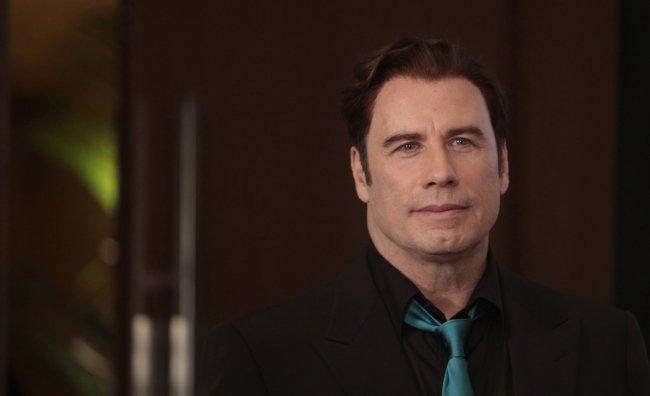 John Travolta nelle foto scandalo: vestito da donna