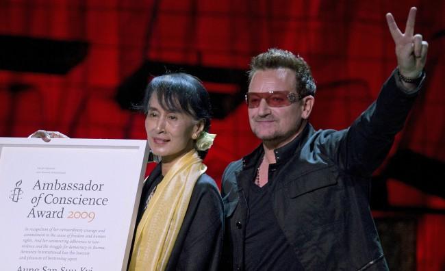 "Bono omaggia San Suu Kyi: ""Sono un suo grande fan"""