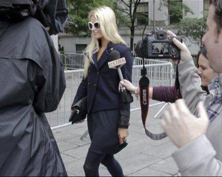 Paris Hilton in tribunale per la sua linea di intimo