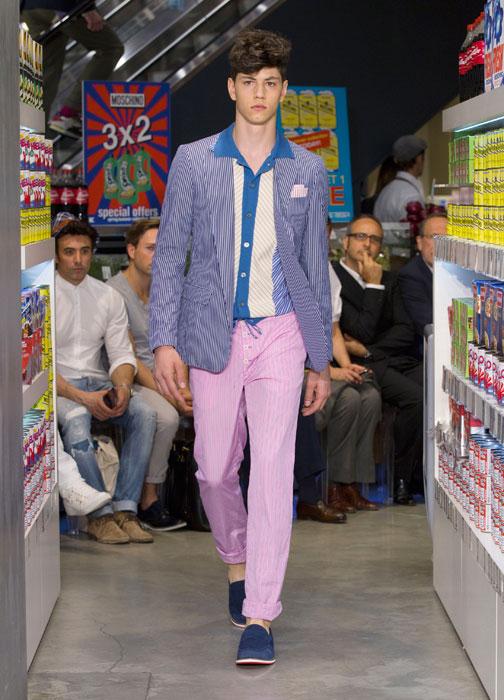 Completo con pantaloni lunghi rosa Moschino uomo