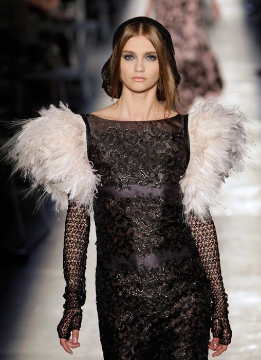Abito con maniche in piume Chanel Haute Couture