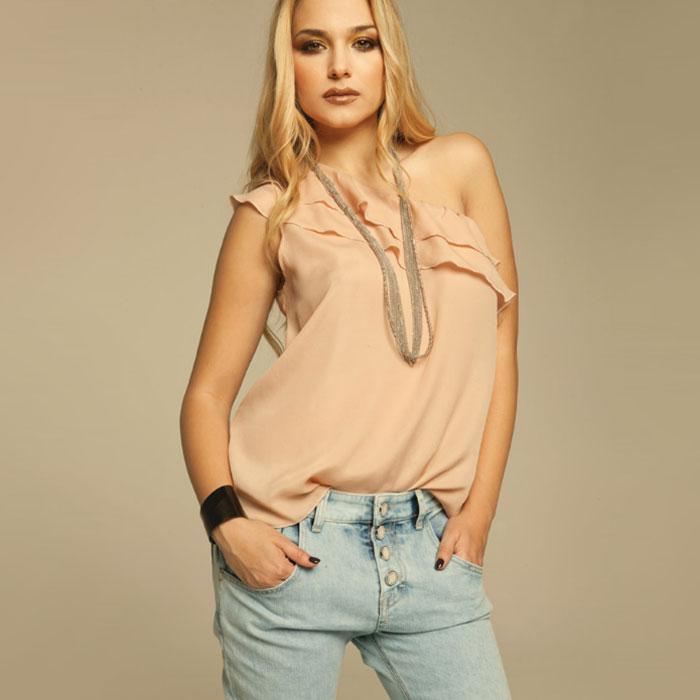 Maglia con volant e jeans Coconuda