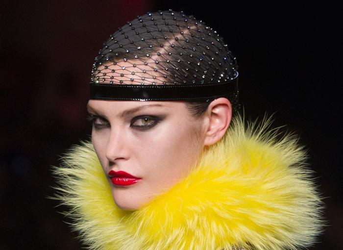 Collo in pelliccia gialla  Jean Paul Gaultier