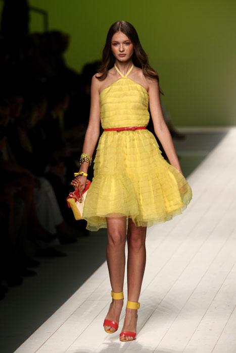 Vestito giallo scarpe nere – Abiti corti da5e47befb6