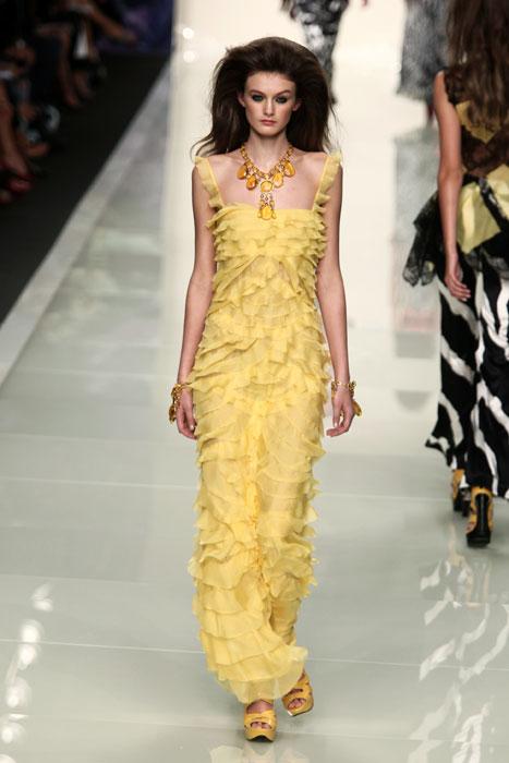 Vestito lungo giallo accessori