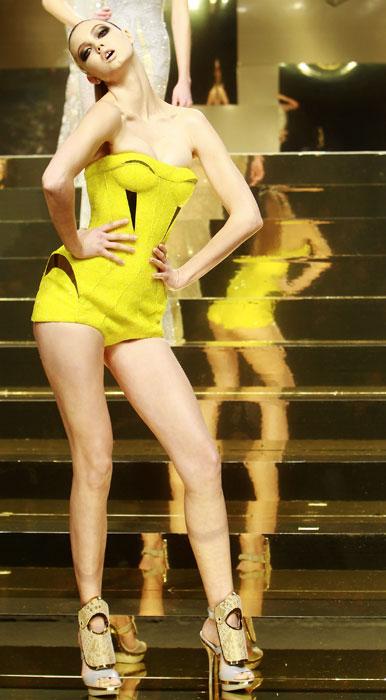 Bustier e shorts in giallo Versace