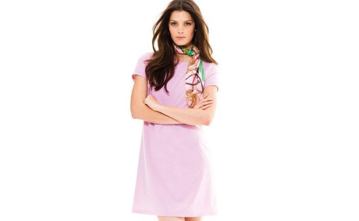 Abito rosa e foulard Motivi