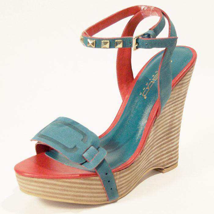 Sandali alti Custo Barcelona. Il brand spagnolo lancia la sua collezione di  sandali per l estate 2012. 2c3d1261c78