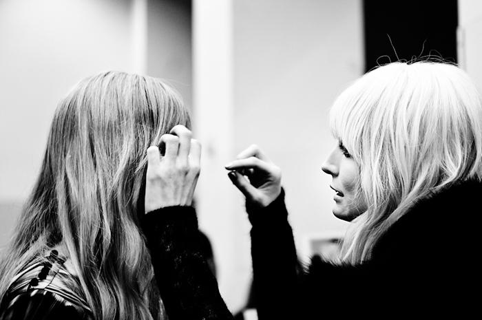 Foto modelle nel backstage