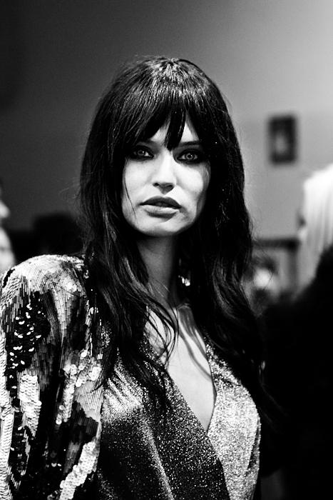 Foto Bianca Balti nel backstage di Iceberg