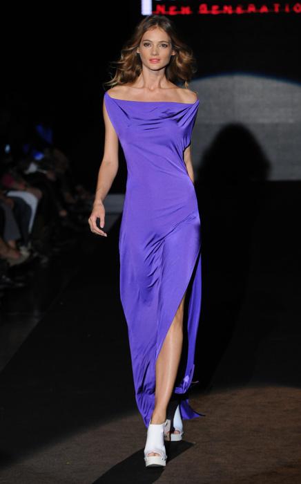 Parah - abito lungo viola con spacco