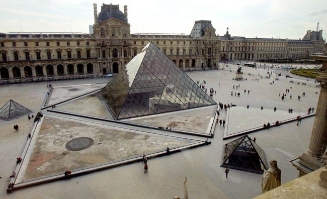 Il Louvre porta il velo