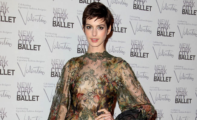 Anne Hathaway si sposa in Valentino