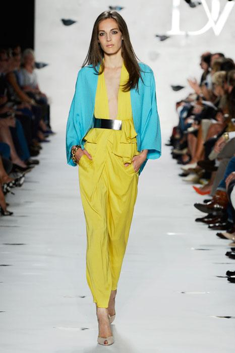 Diane von Furstenberg - Completo giallo limone e giacca azzurra