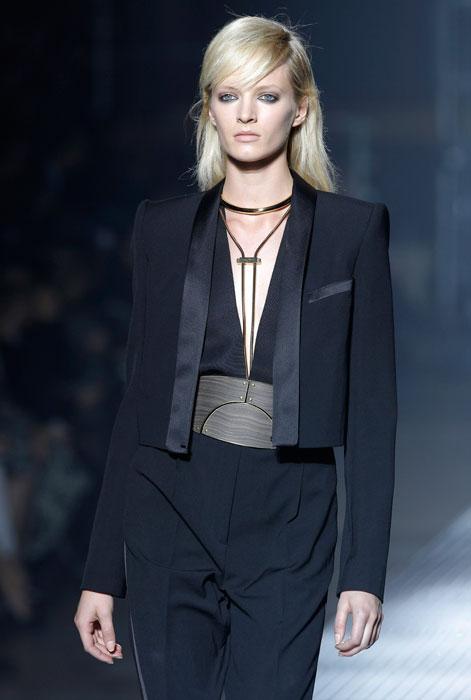 Lanvin - Completo nero con profili in seta
